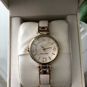 🎄Anne Klein Women's Watch. NWT. (10,01)